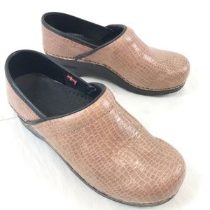 Sanita Professional Patent Leather Clogs 8 / 38
